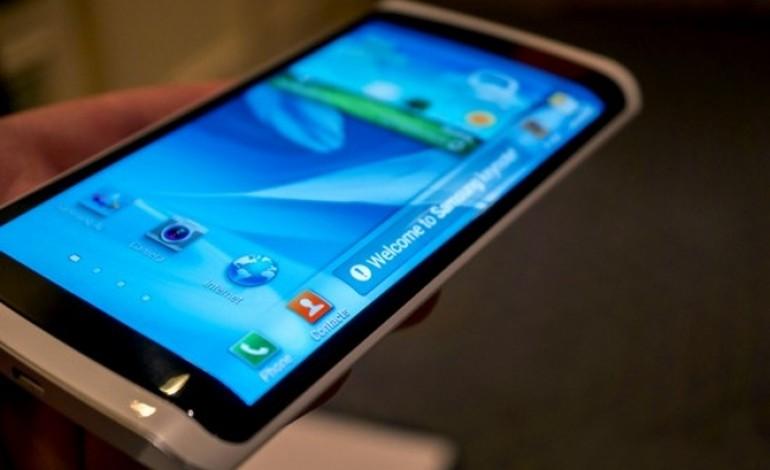 H LG ετοιμάζει εύκαμπτες οθόνες για smartphones