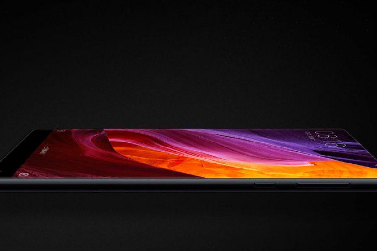 Το Xiaomi Mi Mix 2 διέρρευσε σε φωτογραφία που το δείχνει με μηδαμινά περιθώρια!
