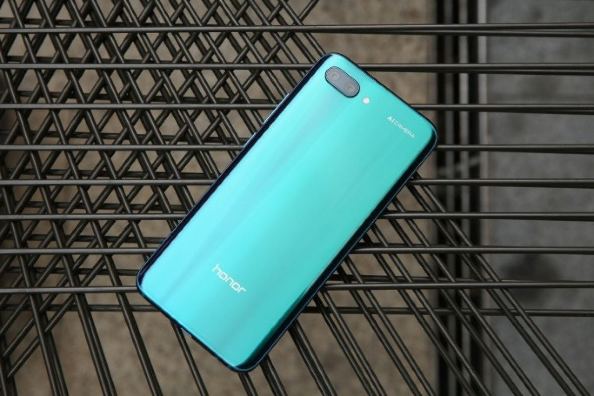 Το Huawei Honor 10 έγινε επίσημο για την Ευρώπη και είναι το απόλυτο vfm!